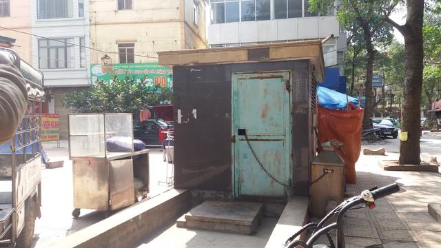 Khu vực đặt máy bơm nước từ giếng khoan lên để cung cấp cho cả tòa nhà CT9 – KĐT Định Công. Ảnh: Nhật Tân