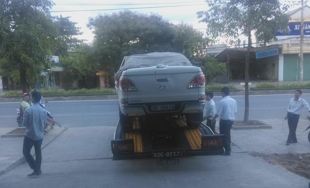 Chiếc xe Mazda BT 50 vừa mua đã hỏng của anh Thông đã được kéo về TP Vinh, Nghệ An. Ảnh: V. Thông