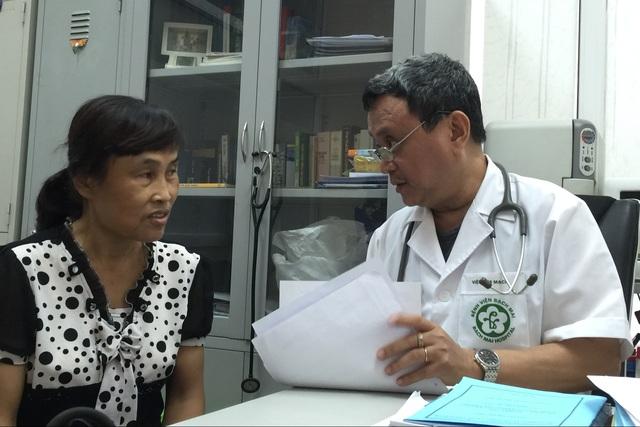 PGS.TS Đỗ Đức Hùng đã chiến thắng bệnh ung thư phổi di căn giai đoạn cuối, hiện vẫn tiếp tục công tác nghiên cứu, khám chữa bệnh tại Viện Tim mạch Quốc gia. Ảnh: V.Thu