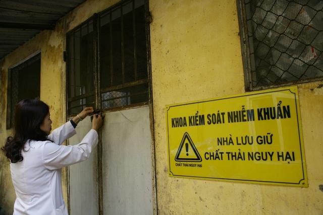 Việc quản lý chất thải y tế tại Bệnh viện Đa khoa Đống Đa (Hà Nội) được thực hiện rất nghiêm túc, đúng quy trình. Ảnh: Chí Cường