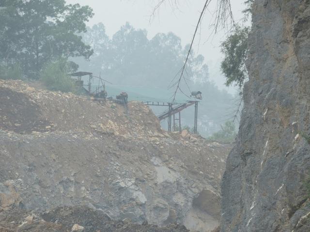 Dây chuyền sản xuất gỗ dăm trốn trong mỏ khai thác khoáng sản