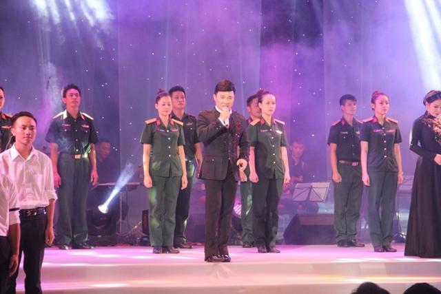 Các văn nghệ sỹ biểu diễn tại Đêm nhạc tưởng nhớ nhạc sỹ An Thuyên - Nhà văn hóa Quân khu IV