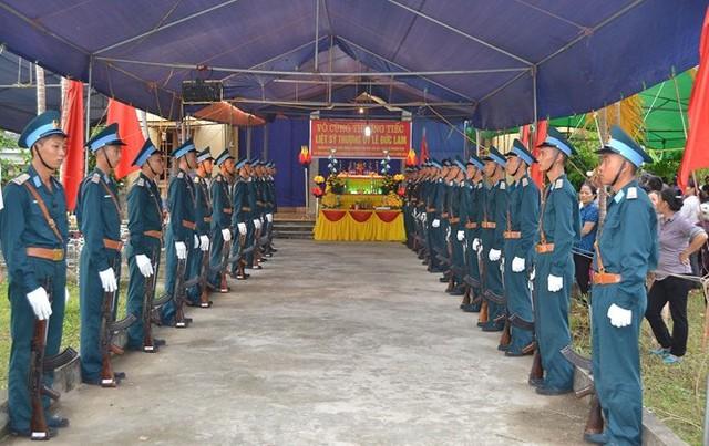Đội tiêu binh chỉnh lại hàng ngũ, quân phục