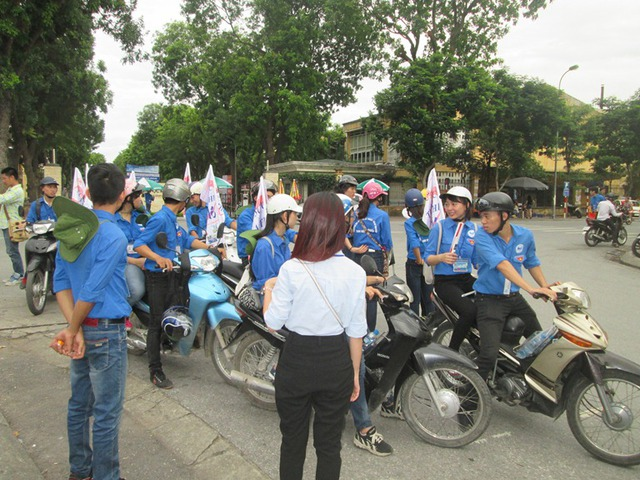 Đoàn xe ôm của trường Đại học Kinh tế Quốc dân.