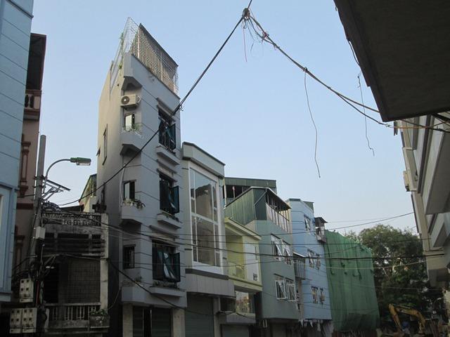 Theo quan sát của phóng viên thì nhà siêu mỏng, siêu méo thường xây 4 đến 5 tầng. Ảnh: Ngọc Thi