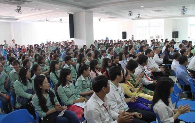 Hàng trăm sinh viên ĐH Đông Á tham gia Ngày hội việc làm Nhật Bản 2016 vào sáng 7/5. Ảnh: Đức Hoàng