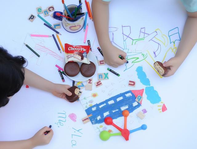 Hãy truyền thêm cảm hứng và yêu thương của bạn vào những trò chơi của trẻ.