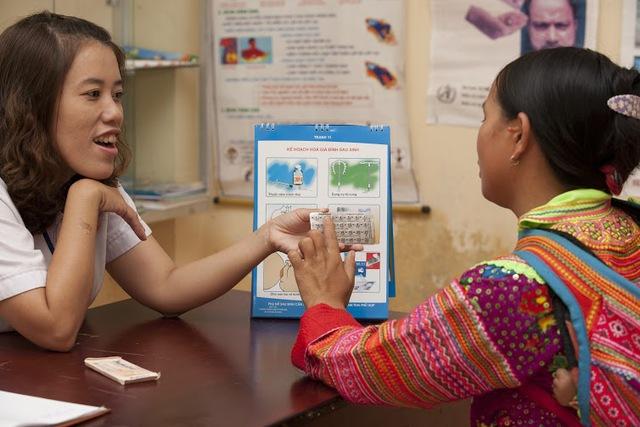 Gần 1.200 khách hàng nhận dịch vụ đặt dụng cụ tử cung ngay tại trạm y tế ở các xã thuộc dự án. Ảnh: MSV