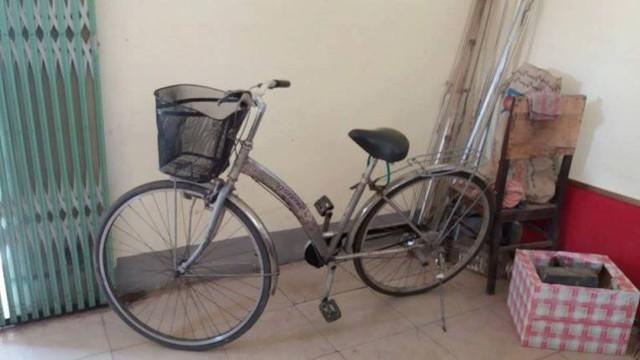 Chiếc xe đạp mà nạn nhân để lại.