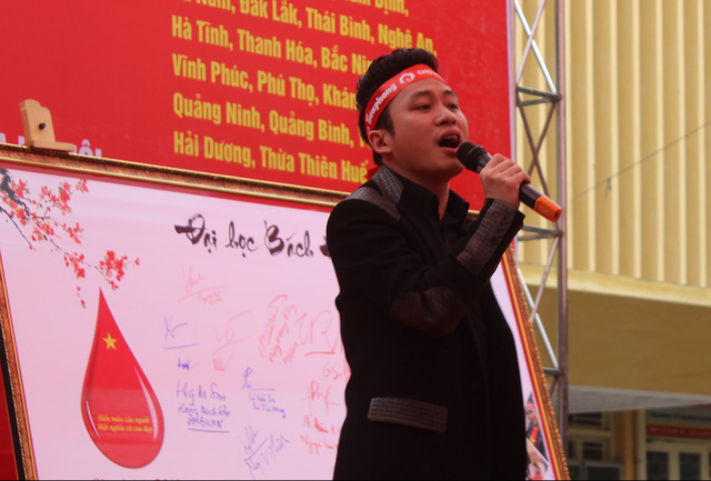 Ca sĩ Tùng Dương cùng nhiều nghệ sĩ tham gia biểu diễn và hiến máu tại chương trình