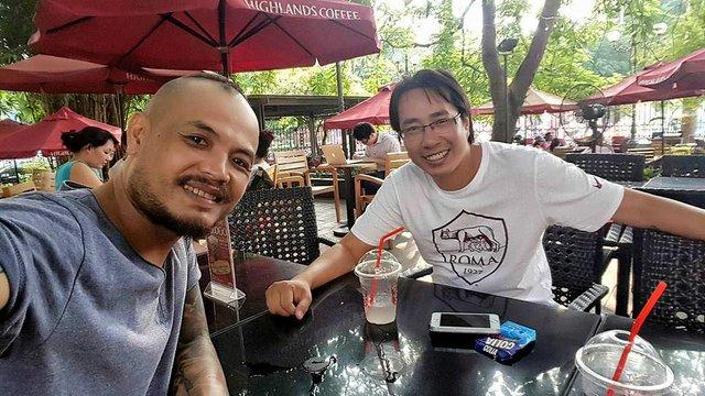 Nhà báo Trương Anh Ngọc thường có những buổi chuyện trò với Rocker Trần Lập.