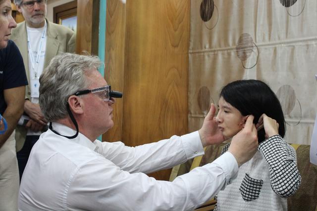 Một trường hợp mắc dị tật vùng mặt được thăm khám bởi các chuyên gia từ tổ chức Facing the world. Ảnh: BVCC