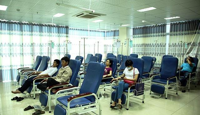 Bệnh nhân đợi tới lượt khám bệnh