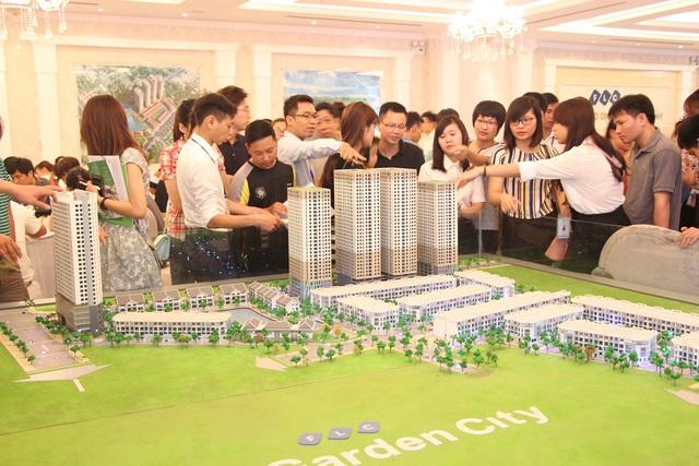 Chưa đến ngày chính thức giới thiệu ra thị trường nhưng thời gian qua tòa tháp đôi HH3 FLC Garden City đã thu hút được sự quan tâm của khách hàng.