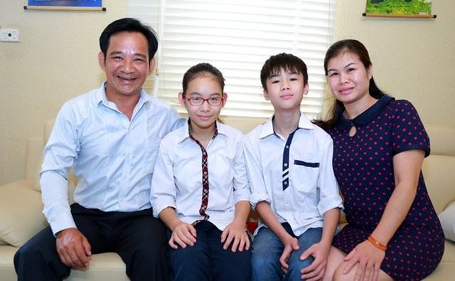 Tổ ấm hạnh phúc của Quang Tèo và vợ cùng hai con - Nguyễn Ngọc Phương Linh và Nguyễn Lê Minh.