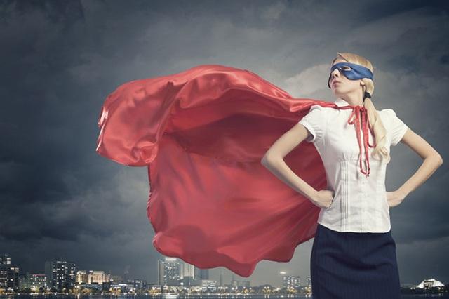 Tư thế đứng kiểu các siêu anh hùng giúp bạn thêm tự tin - Ảnh: Shutterstock