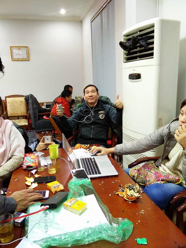 Quang Thắng chia sẻ, anh và đồng nghiệp ăn ngủ mọi lúc mọi nơi để chương trình kịp tiến độ. Anh cho biết, Táo Quân 2016 sẽ vô cùng thú vị.