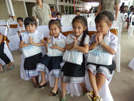 TH true MILK tặng 300.000 ly sữa tươi sạch cho trẻ em nước bạn Lào 3