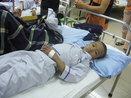 Hơn 12 triệu đồng đã được chuyển đến với bé 9 tuổi bị u máu 2