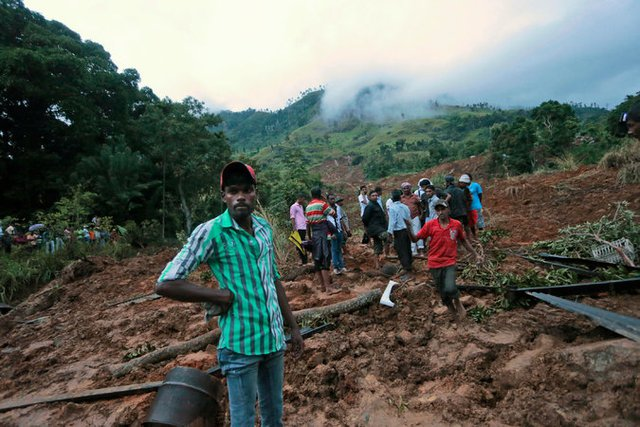 Vẫn còn ít nhất 300 người mất tích trong thảm họa kinh hoàng này. Ảnh New York Time