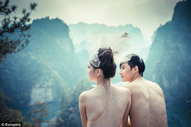 Ý tưởng chủ đạo của bộ ảnh là sự hòa quyện giữa con người và cảnh vật thiên nhiên.