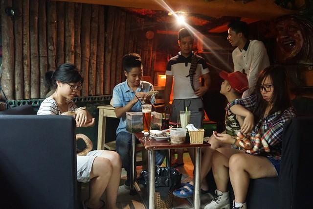 Chủ quán ngây thơ vỡ mộng kinh doanh cà phê phố
