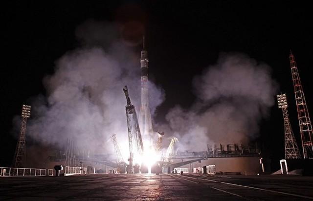 """Trang web Roscosmos nêu rõ: """"6 giờ sau khi phóng, tàu chở hàng Tiến bộ M-25M sẽ tới Trạm vũ trụ quốc tế (ISS).Nguồn: itar-tass.com"""