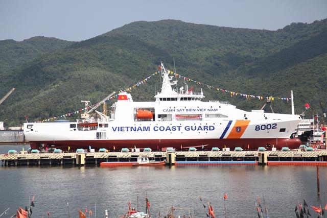 Ngoài ra, tàu CSB 8002 cũng sẽ là phương tiện làm cầu nối tình hữu nghị, hợp tác của Cảnh sát biển Việt Nam với bạn bè quốc tế và khu vực trong tương lai.