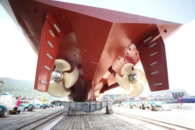 Khi hoạt động trên biển, tàu có thể đạt tốc độ hải trình tối đa tới 21 hải lý/giờ và tầm hoạt động đạt 5.000 hải lý, khi chạy ở vận tốc 15 hải lý/giờ.