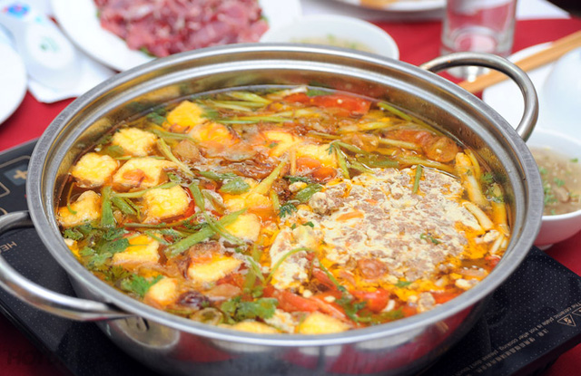 Mọi người hãy tham khảo cách làm lẩu cua đồng này để chuẩn bị cho cả gia đình một bữa ăn thật ngon vào ngày lạnh giá
