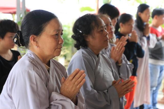 Xuất phát từ tấm lòng cảm mến ông Nguyễn Bá Thanh mà nhiều tăng ni, phật tử, người dân…làm lễ cầu an này chứ không do ai xúi giục. Ảnh Đức Hoàng