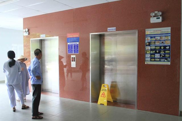 Thang máy số 4 ở tòa nhà 11 tầng - Bệnh viện C Đà Nẵng rơi tự do từ tầng 4 xuống tầng 1 khiến một bệnh nhân bị thương. Ảnh Đức Hoàng