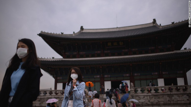 Tourists wearing face masks visit Gyeongbokgung palace in central Seoul on June 5. MERS has fueled fears of a fresh surge in cases and prompted Seouls mayor to declare war on the virus.