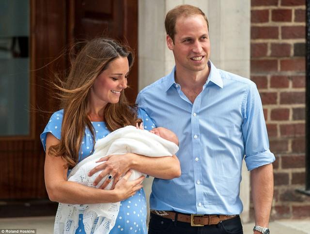 Trong khi đó, hoàng tử bé - anh trai của công chúa được sinh lúc 4h24 ngày 22/7/2013 tại cũng tại bệnh viện trên - Bệnh viện St Mary, Luân Đôn.