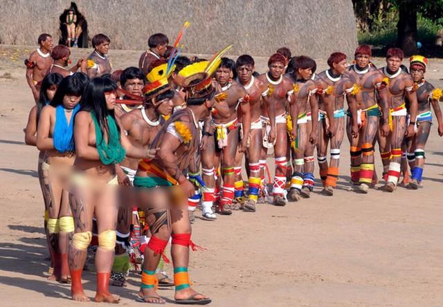 Kham pha bo toc tho dan khoa than 100% o rung Amazon-Hinh-6