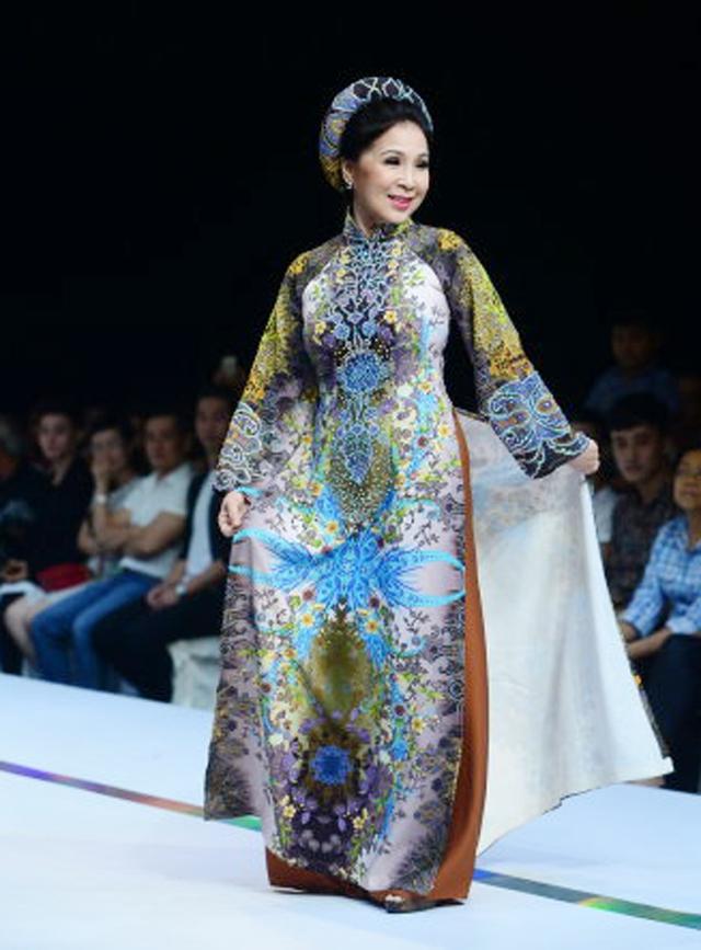 NSƯT Kim Xuân tham gia trình diễn thời trang áo dài