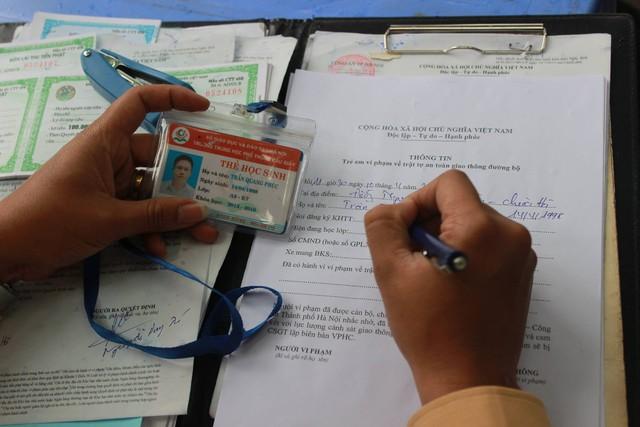 Các thông tin về trường, lớp của học sinh vi phạm được ghi rõ trong biên bản.
