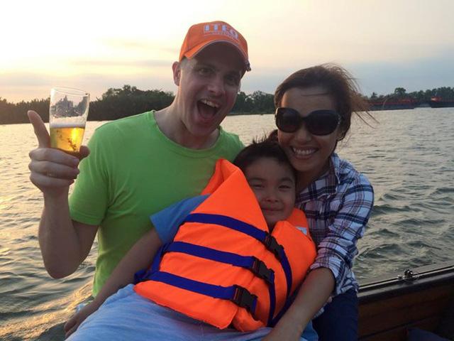 Lý Thanh Thảo từng kết hôn và có một đứa con trai. Tuy nhiên, cuộc hôn nhân đầu chấm dứt sau hơn 2 năm chung sống. Hiện tại, nữ diễn viên sinh năm 1982 đã tìm được bến đỡ mới bên bại trai người nước ngoài.