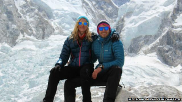 Cặp vợ chồng Alex và Sam sống sót sau trận lở tuyết trên núi Everest. Ảnh: BBC