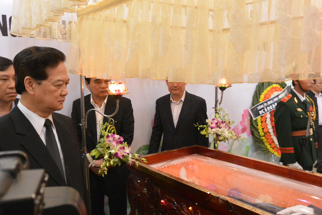 Thủ tướng Nguyễn Tấn Dũng viếng ông Nguyễn Bá Thanh