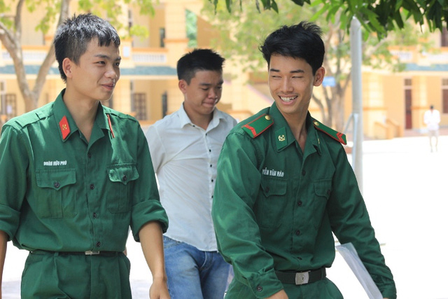 Nhiều thí sinh là các chiến sĩ bộ đội và cảnh sát được cử đi thi