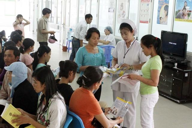 Hiện hầu hết nhân viên công tác tại bệnh viện của Việt Nam đều mặc trang phục màu trắng.  Ảnh: Dương Ngọc