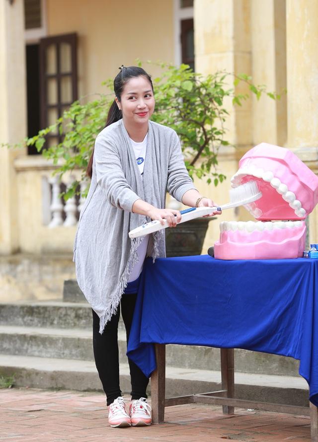 Dù bận bịu việc chăm sóc con nhỏ nhưng Ốc Thanh Vân vẫn luôn cố gắng thu xếp việc nhà để đồng hành trong các hoạt động cộng đồng, nhất là hoạt động gắn liền với trẻ con.