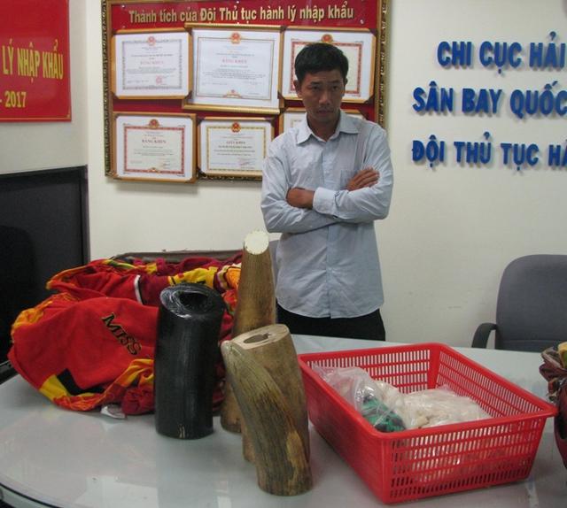 Trước đó, Hải quan sân bay TSN cũng phát hiện nhiều vụ vận chuyển ngà voi Châu Phi về VN, với số lượng lên đến hàng trăm kg