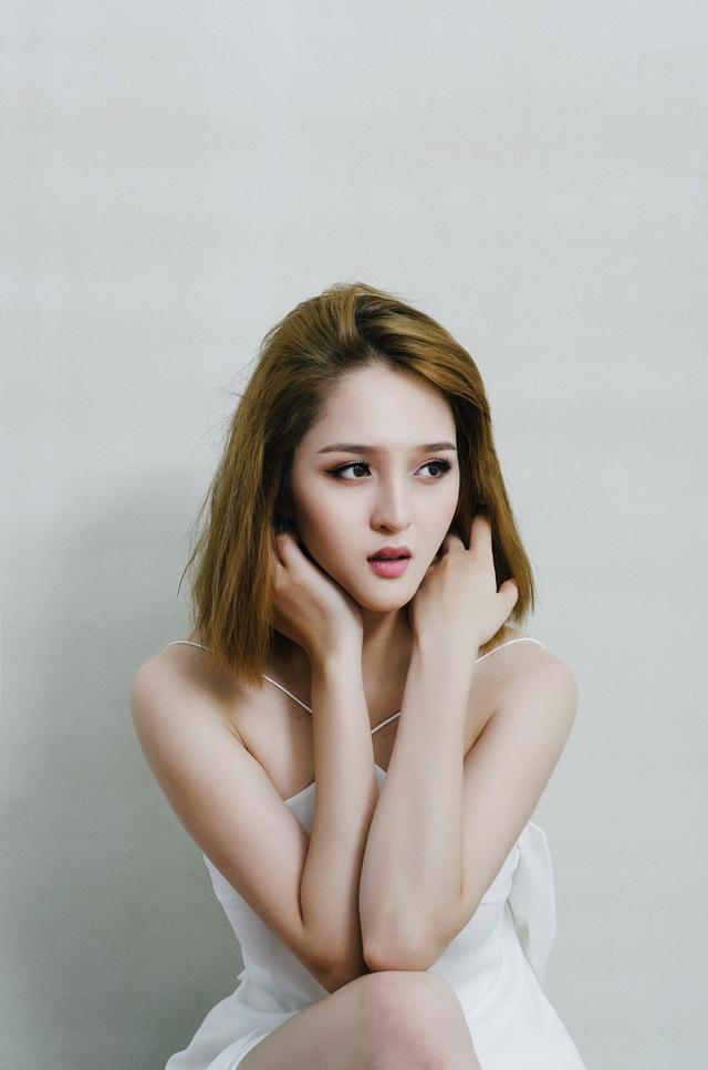 Dù bận rộn thế nào, cô vẫn cố gắng hoàn thành tốt việc học tại ĐH Văn hóa Hà Nội. Ở tuổi 21, cô còn rất nhiều dự định và hoài bão để khẳng định bản thân.