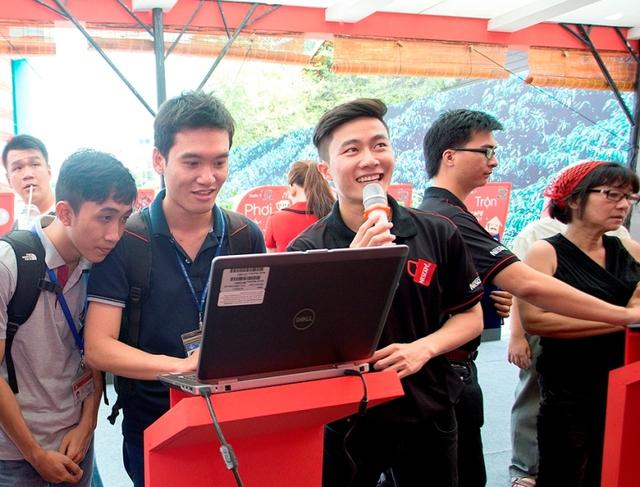 Một hoạt động thu hút khách tham quan tại Lễ hội cà phê.