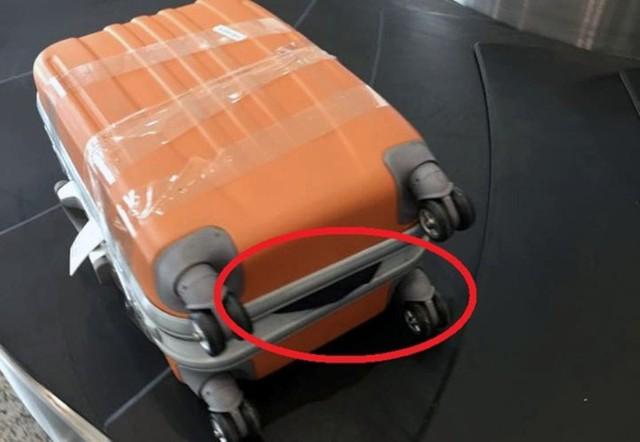 Va ly của hành khách đi máy bay bị bung khoá, được Cục hàng không giải thích là do bốc xếp đã quá... mạnh tay (?). Hành lý bị mất cũng được cho là nhân viên bốc xếp đã nhét lộn vào một va ly của hành khách khác...
