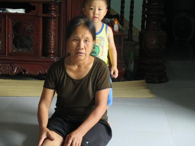 Bà Nguyễn Thị Lê không biết chữ nhưng vẫn có chữ ký nhận tiền