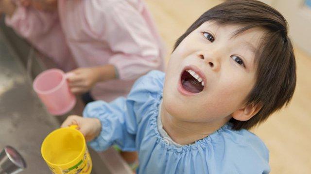 Dễ viêm loét họng khi súc miệng nước muối không đúng cách