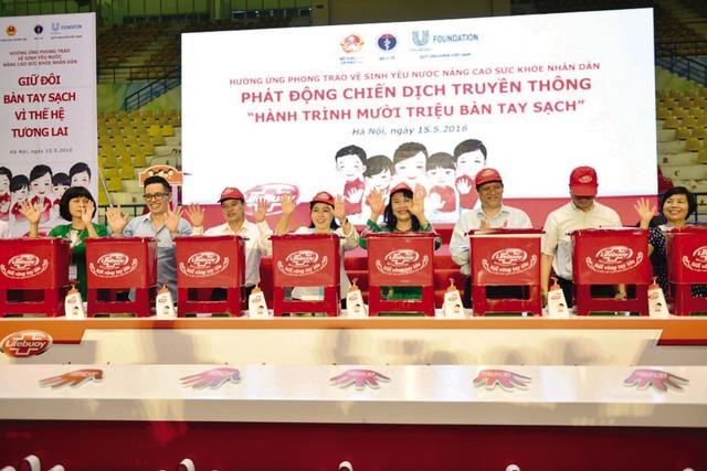 """Đại diện Bộ Y tế, Bộ GD&ĐT và Quỹ Unilever Việt Nam tại Lễ phát động Chiến dịch truyền thông """"Hành trình 10 triệu bàn tay sạch"""". Ảnh: P.V"""